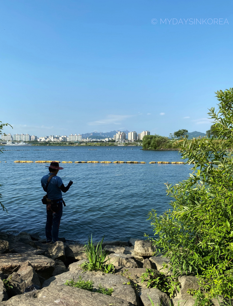 Fishing is allowed on Hangang